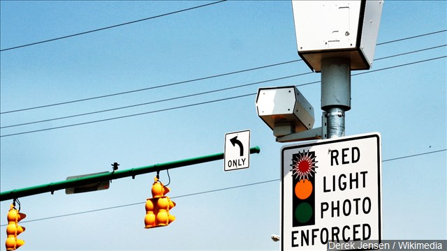 Bill banning red light cameras in Illinois passes